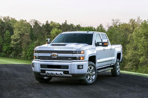 The 2017 Chevrolet Silverado HD gets a new hood scoop that actually works!