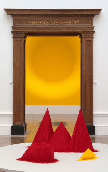 Anish Kapoor_Yellow & As if to Celebrate I Discovered a Mountain Blooming with Red Flowers, 1981_Tate, installed at the Royal Academy of Arts, London, 2009_Dave Morgan