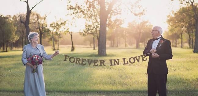 بالصور| بعد 70 عاما.. زوجان يلتقطان صور حفل الزفاف