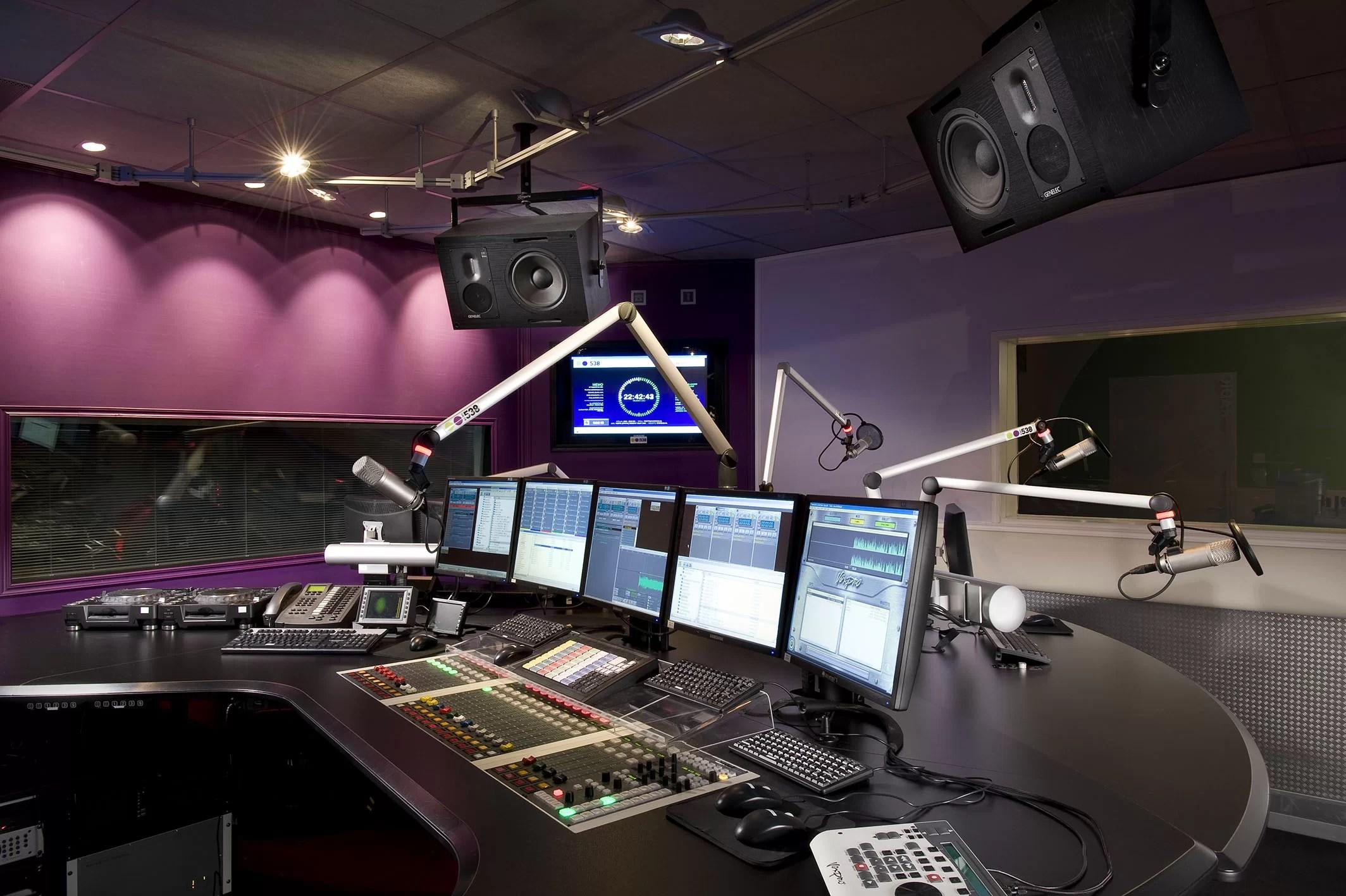 الانتهاء من تجهيز راديو البحر الاحمر