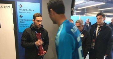 لماذا رفض محمد الشناوي جائزة افضل لاعب في مباراة اوروجواي ؟