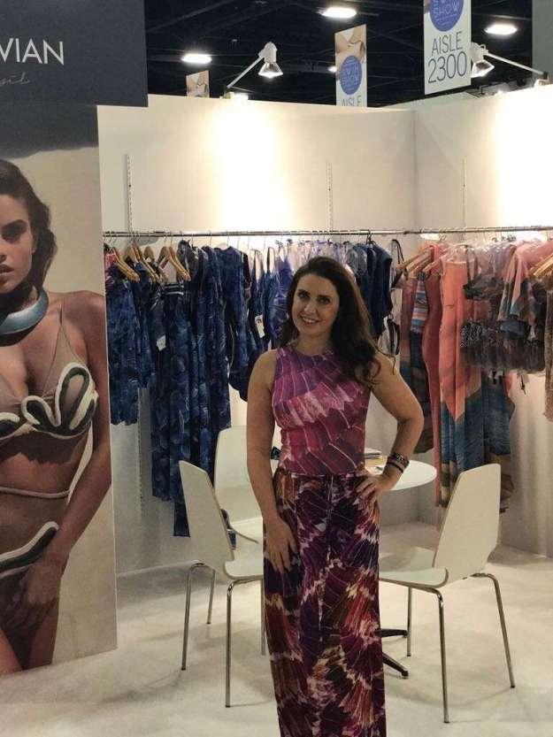 2-A-estilista-Karla-Vivian-expôs-sua-marca-pelo-terceiro-ano-consecutivo-na-maior-feira-de-Beach-Wear-do-mundo-768x1024 Title category