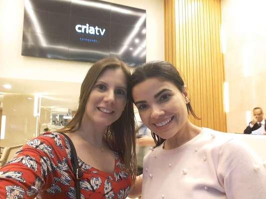 As-atrizes-Evelyn-Montesano-e-Vanessa-Giácomo-nos-bastidores Title category