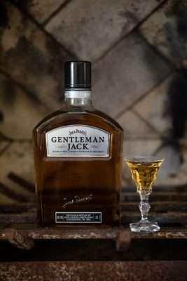 Gentleman-Jack-O-Cão-Engarrafado-267x400 Title category