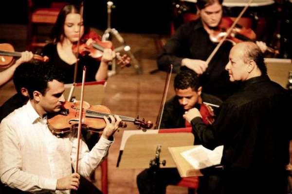 Violinista-Carmelo-de-Los-Santos-sob-regência-de-maestro-Jean-Reis-Im.001-600x400 Title category