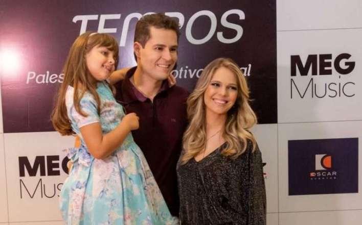 Pedro-Leonardo-com-a-Família-Palestra-Novos-Tempos-Im.001-e1523729927754 Title category