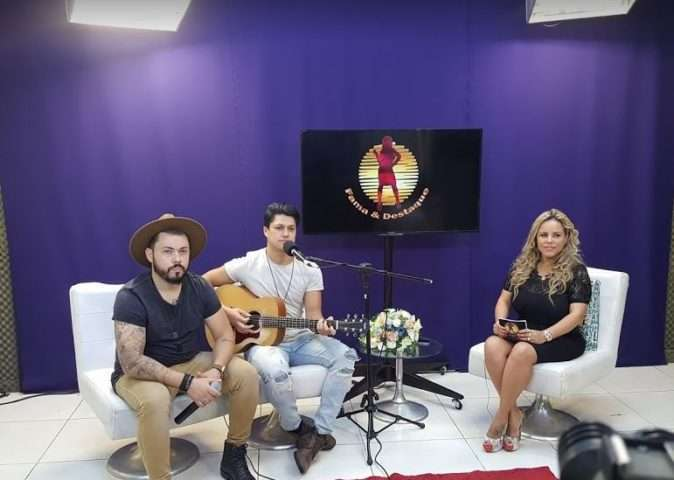 Joao-Lucas-Leandro-e-Viviane-Alves-no-Programa-Fama-e-Destaque-Im.001-e1525796642566 Title category