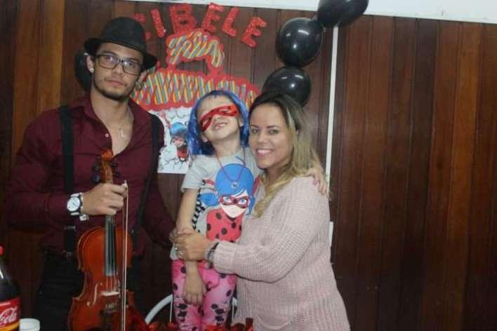 Geasy-Santos-Cibele-Alves-e-Viviane-Alves-Im.001-e1532919490484 Title category