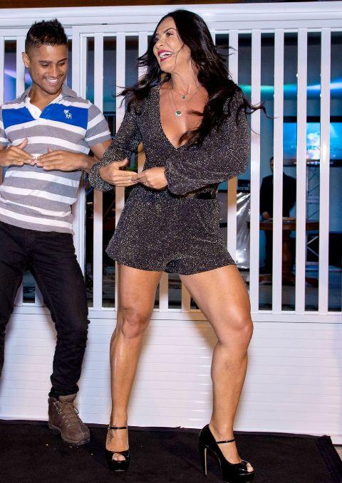 Scheila-Carvalho-dançando-É-oTchan-Im.001- Title category