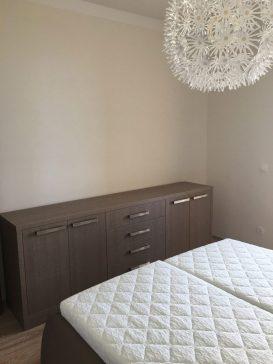 A hálószoba bútor minden eleme, azonos színben .