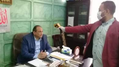 Photo of تعليم المنيا : استخدام الكاشف الحرارى لقياس درجة الحرارة للعاملين