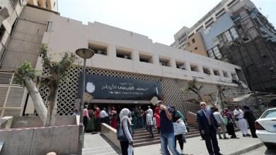 Photo of طاقم معهد الأورام يتجمهر أمام مكتب العميد بعد إصابة ١٧ بفيروس كورونا