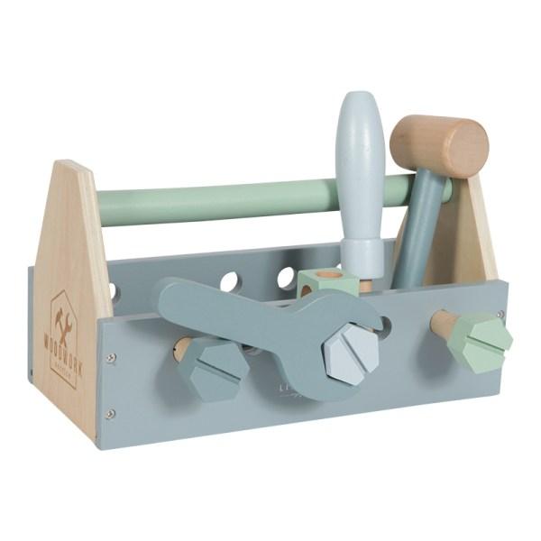 caixa de ferramentas e peças em madeira