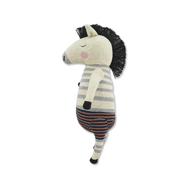 """A Zebra """"Remy"""" é um peluche único e dos amiguinhos mais fofos que o seu filhote pode ter, levando-o para uma história de encantar única, da Ava & Yves, uma marca Alemã onde a exclusividade e a qualidade andam de mão em mão. Todo feito numa malha de algodão, fofa ao toque e cheio de carinho ele levará as brincadeiras para outro nível e fará parte das histórias de brincadeira nos primeiros anos de vida."""