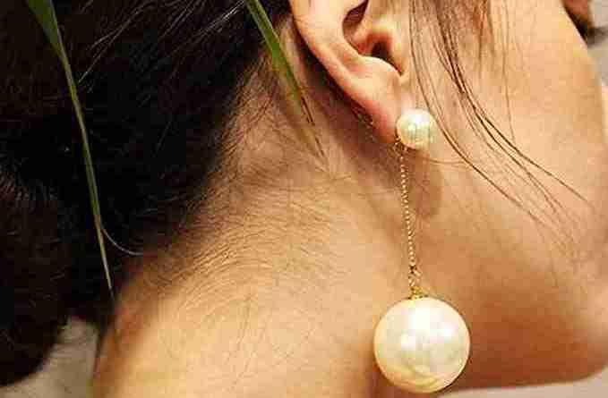 orecchini oversize con perle