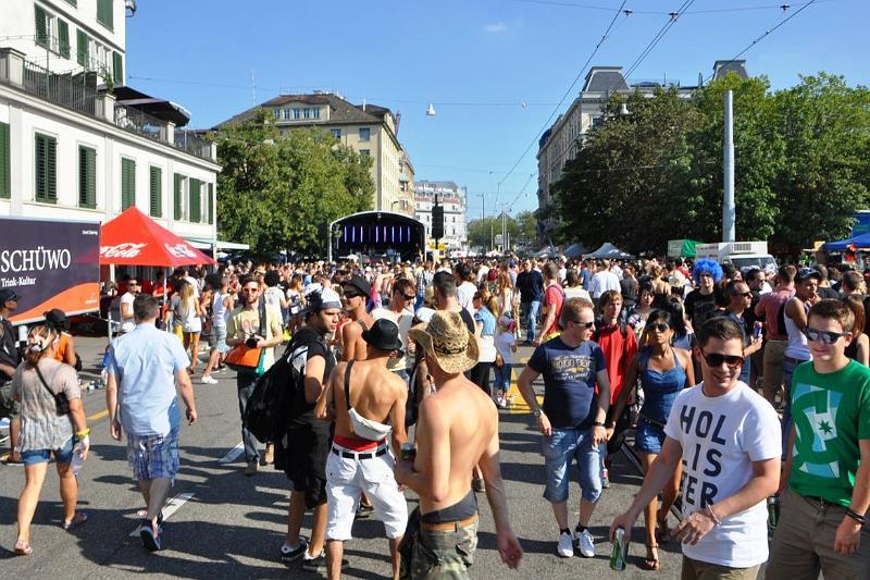 11.08.2012 Streetparade Zürich - Bilder und Videos (2/6)