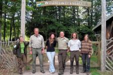 Im Fachgebiet Umweltbildung in der Wildniswerkstatt Düttling wurde die Unterstützung durch Praktikantin Agnès Hallosserie (Mitte) sehr wertgeschätzt. Foto: Nationalparkverwaltung