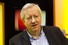 Dr. Josef Zierden berichtet heute im BRF-TV über das Eifeler-Literatur-Festival. Bild: BRF
