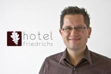 """Ein Doktor der Physik als Hotelier: Michael Winter ist Inhaber des """"Hotel Friedrichs"""" aus Begeisterung. Bild: Tameer Gunnar Eden/Eifeler Presse Agentur/epa"""