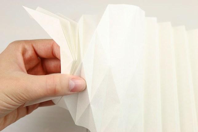 Zusammenlegen der Origami/Plissee Vase