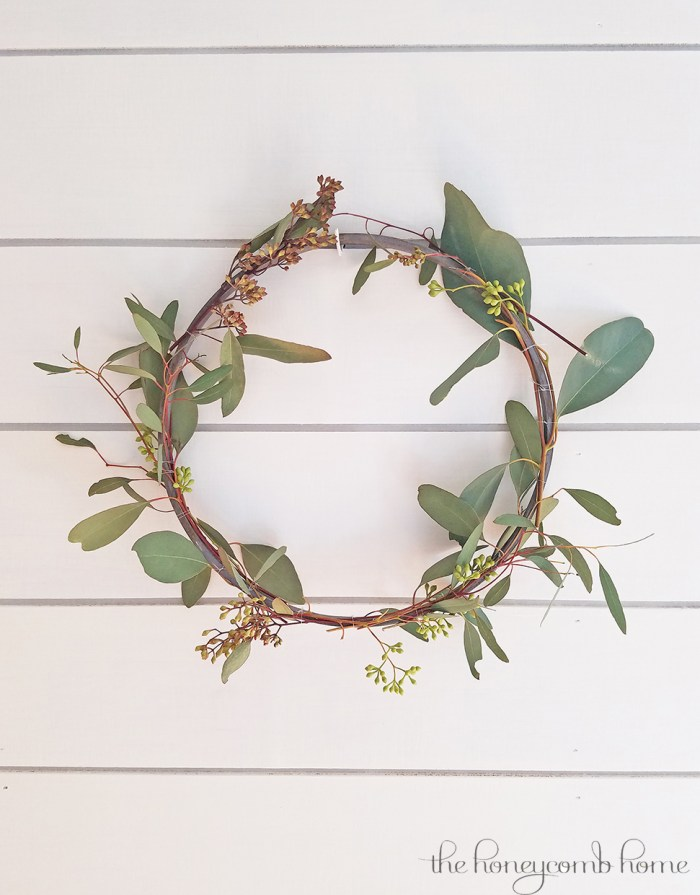 Simple DIY Spring Wreath by The Honeycomb Home featured on Totally Terrific Tuesday hosted by Eight Pepperberries