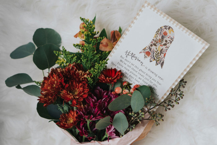 diy fall flower bouquet and you've been boo'd card