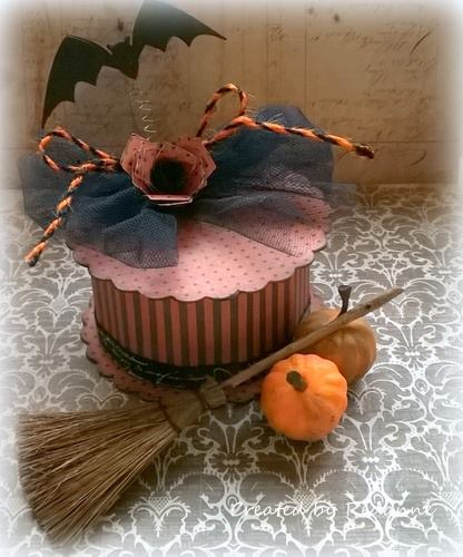 Halloween Sizzix Cookie Box Tutorials: Batty Box with Twist and Style Tool by Anne Redfern