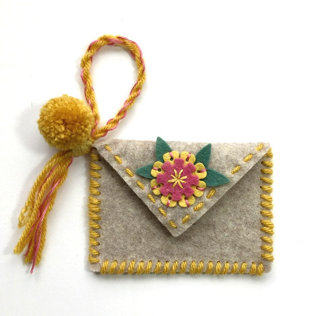 Heartfelt Sizzix Collection by Eileen Hull : Flower Pocket Wristlet by Michelle Zerull