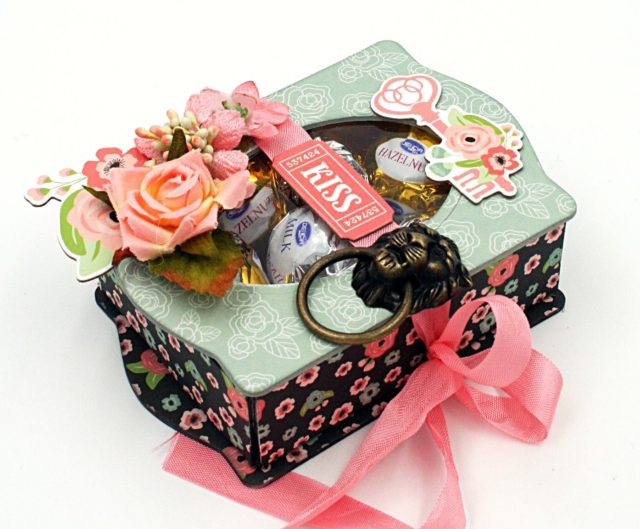 Book Club Sizzix Projects to Love: Valentine's Day Treat Filled Trinket Box by Maggi Harding