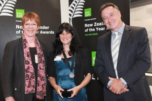 Mayor Celia Wade-Brown, Eileen Mueller and Kiwibank CE,Paul Brock