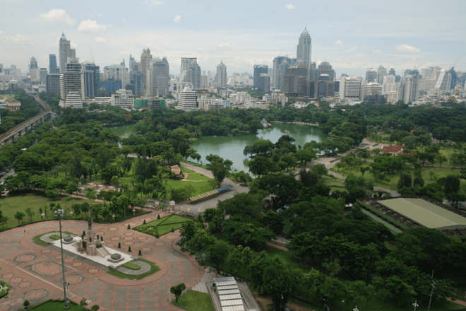 https://upload.wikimedia.org/wikipedia/commons/3/3e/Aerial_view_of_Lumphini_Park.jpg