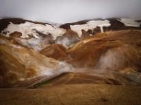 Berühmt für seine Kontraste ... bei einer Wanderung durch das Geothermalgebiet Kerlingarfjöll genießen wir das faszinierende Farbenspiel.