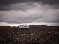 Bei Schlechtwetterlage ist die Unwirtlichkeit der kargen Landschaft deutlich wahrzunehmen.