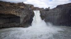Wasserfall mit Basaltsäulen