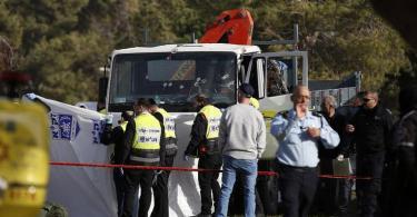 Atentado terrorista em Jerusalém com caminhão mata 4 e fere 16