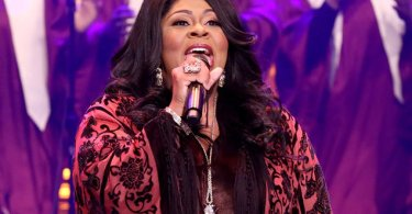 "Cantora gospel é criticada por chamar homossexualidade de ""pecado"""