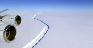 Iceberg gigantesco está se formando rapidamente na Antártica