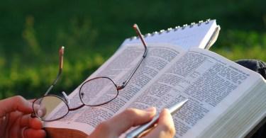 Por que devemos ler/estudar a Bíblia?