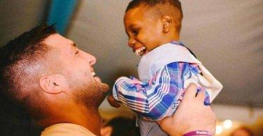 """Atleta cristão quer adotar uma criança de cada continente: """"A família de Deus não distingue raças"""""""