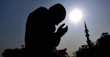 Professor muçulmano se converte após se deparar diversas vezes com versículo bíblico