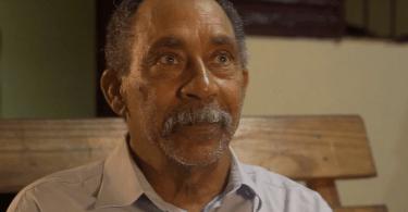 """Após morte do filho, homem inicia estudos bíblicos em casa: """"O amor de Deus me curou"""""""