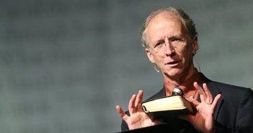 """""""Homossexualidade não é um pecado pior que os outros"""", diz John Piper"""