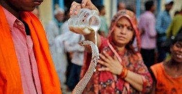 """Mulher que era vista como 'deusa' hindu se rende a Cristo: """"Quebrei todos os ídolos"""""""