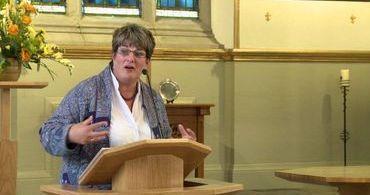 """Pastora diz que existe """"abuso espiritual"""" contra gays nas igrejas"""