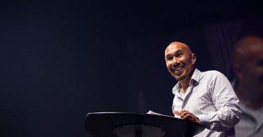 """Pastor deixa de liderar 'megaigreja' para atuar em pequenos grupos: """"Hoje somos família"""""""