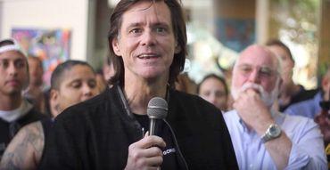 Jim Carrey prega sobre salvação em Cristo em centro de recuperação
