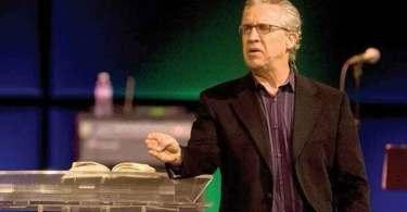 """""""Quando você conhece o Deus da Palavra, não vive mais sem ela"""", diz pastor sobre a Bíblia"""
