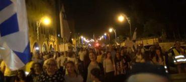 Judeus marcham em Jerusalém exigindo a construção do Terceiro Templo