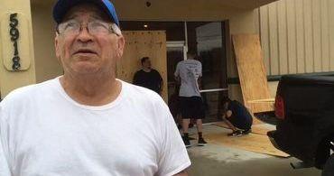 """Pastor que """"desafiou"""" furacão conta que igreja não foi atingida: """"Deus é fiel"""""""