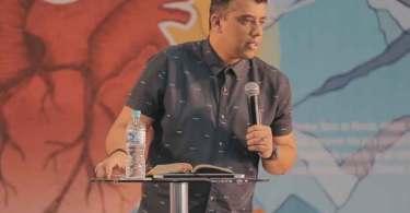 """Pastor alerta que distração das redes sociais prejudica o ministério: """"Adversária dos nossos dias"""""""